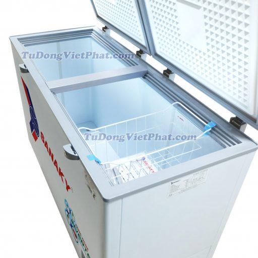 Bên trong tủ đông Sanaky VH-4099A3