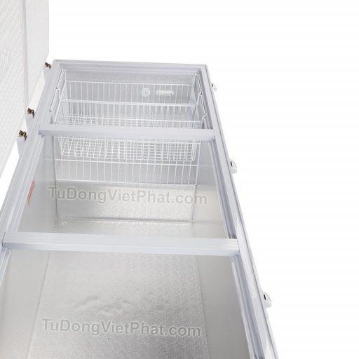 Bên trong tủ đông Alaska HB-1400C 1 ngăn đông 3 nắp dỡ 1400L dàn đồng