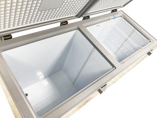 Bên trong tủ đông Sanaky INVERTER VH-4099W4KD mặt kính cường lực (xanh)