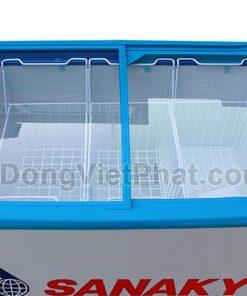 Bên trong tủ đông Sanaky VH-4899K3