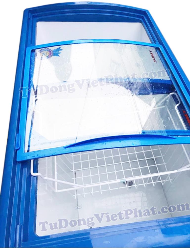 Bên trong tủ đông mặt kính Sanaky VH-402KW