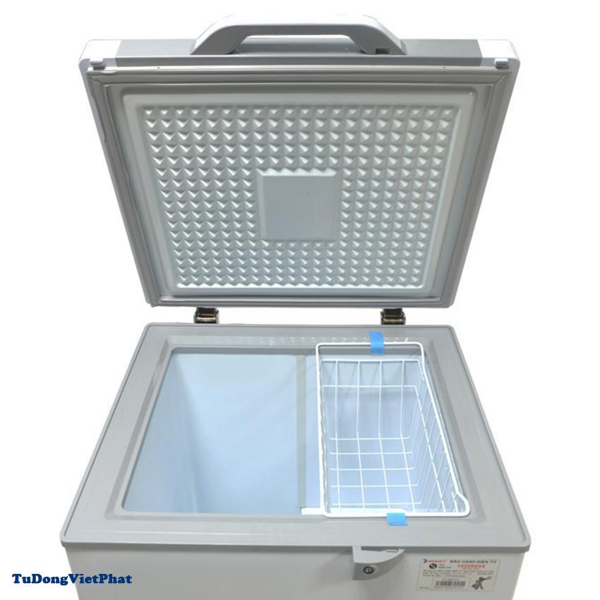 Bên trong tủ đông mini 100L Sanaky VH-1599HYK mặt kính xám