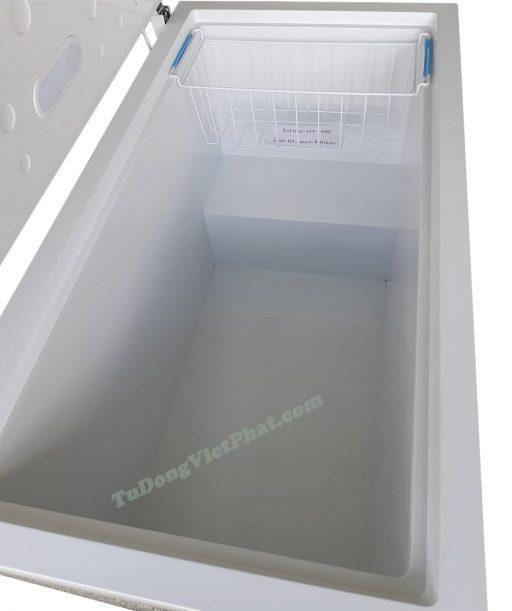 Bên trong tủ đông Sanden Intercool SNH-0455 450L 1 ngăn đông