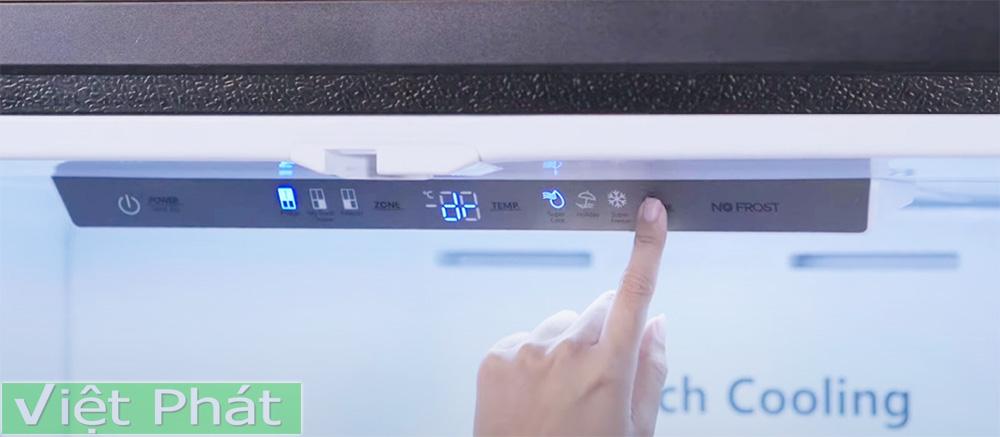 Bảng điều khiển tủ lạnh Casper RM-680VBW 645L 4 cửa bố trí trên cao