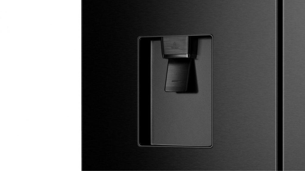 Tủ lạnh Casper RM-680VBW lấy nước ngoài